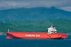 Leeg containerschip Monte Sarmiento die zich door overzees bewegen De Baai van Nakhodka Van het oosten (Japan) het Overzees 27 05 Royalty-vrije Stock Foto's