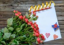 Leeg document met de voorwerpen van de Valentijnskaartendag Stock Afbeelding