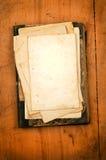 Leeg document met oud boek als achtergrond Stock Foto's