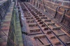 Leeg droogdok voor reparatie van grote schepen royalty-vrije stock afbeeldingen