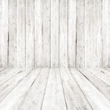 Leeg een wit binnenland van uitstekende ruimte - grijze houten muur en oude houten vloer Royalty-vrije Stock Fotografie