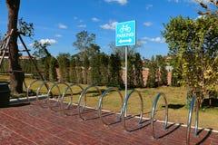 Leeg fietsparkeerterrein, het teken van het fietsparkeren Royalty-vrije Stock Afbeelding