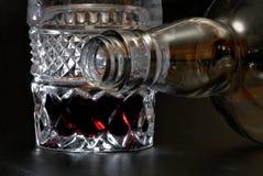 Leeg fles en glas royalty-vrije stock fotografie
