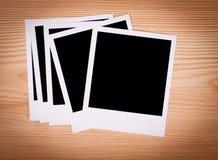 Leeg fotoframe op bruine houten achtergrond Stock Fotografie