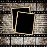 Leeg fotoframe op grungemuur Stock Fotografie