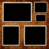 Leeg fotoframe op grungemuur Stock Afbeelding
