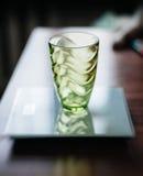 Leeg glas op elektronische schaal Royalty-vrije Stock Foto's