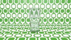 Leeg glas op groen Stock Afbeelding