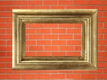 Leeg gouden houten kader op de bakstenen muur Royalty-vrije Stock Fotografie