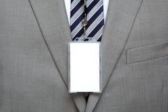 Leeg naamplaatje op kostuum Stock Fotografie