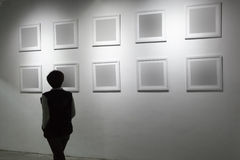 Leeg kader in kunstgalerie Royalty-vrije Stock Fotografie