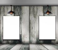 Leeg kader op houten muur met Plafondlamp Stock Afbeelding