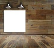 Leeg kader op houten muur met Plafondlamp stock foto's