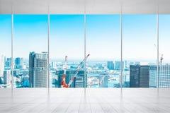 Leeg marmeren vloer en venster met panoramische stads omhoog horizon van Tokyo, Japan voor spot stock fotografie