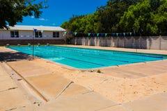 Leeg Middelbare school Zwembad stock fotografie