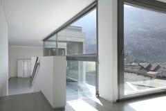 Leeg modern huis stock afbeeldingen