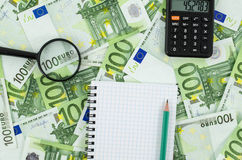 Leeg notitieboekje op euro bankbiljettenachtergrond Royalty-vrije Stock Fotografie