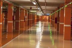 Leeg ondergronds parkeren Stock Foto's