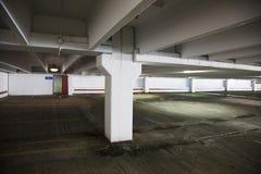 Leeg parkeerterrein bij een winkelcomplex Royalty-vrije Stock Fotografie