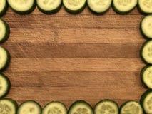 Leeg prentbriefkaar of kader met dia'skomkommers, notadocument op houten achtergrond Stock Foto