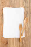 Leeg receptendocument met houten vork en lepel Stock Afbeelding