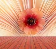 Leeg rood houten vakje met mooi weinig bloem op een boekachtergrond Klaar voor de montering van de productvertoning Aroma van ver Royalty-vrije Stock Afbeelding