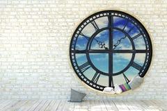 Leeg ruimtebinnenland in minimalistische decoratie met het ronde venster van het metaaluurwerk Stock Foto's