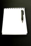 Leeg spiraalvormig notitieboekje en potlood Royalty-vrije Stock Afbeeldingen