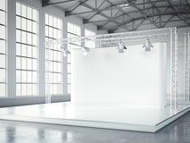 Leeg stadium met lightspots in modern tentoonstellingsbinnenland het 3d teruggeven Royalty-vrije Stock Afbeeldingen