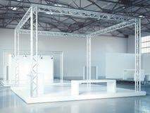 Leeg stadium met metaalkader in modern tentoonstellingsbinnenland het 3d teruggeven Stock Afbeeldingen