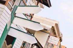 Leeg straatteken met met drie richtingen Stock Afbeelding