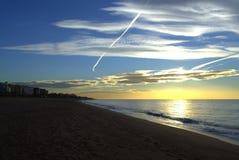 Leeg strand bij dageraad Royalty-vrije Stock Fotografie