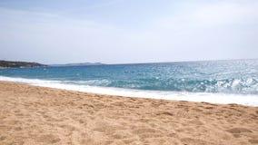 Leeg strand in de ochtend stock fotografie