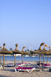 Leeg strand in middag Stock Foto's