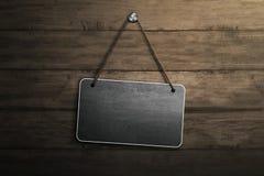 Leeg uithangbord voor copyspacegebied het hangen met kabel en spijker Royalty-vrije Stock Afbeeldingen