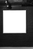 Leeg vierkant kader op zwarte bakstenen muur Leeg ruimteaffiche of kunst te vullen kaderwachten Vierkant Zwart Kadermodel Stock Foto's