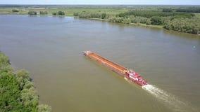 Leeg vrachtschip op rivier Donau stock video
