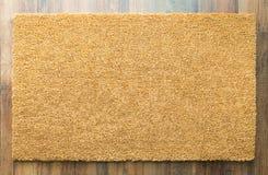 Leeg Welkom Mat On Wood Floor royalty-vrije stock afbeeldingen