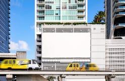 Leeg wit Aanplakbord voor presentatie uw ontwerp, Kleinhandels, reclame en handel concept royalty-vrije stock afbeelding