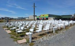 185 leeg wit stoelenbeeldhouwwerk in Christchurch Nieuw Zeeland Stock Foto