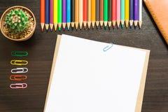 Leeg Witboek en kleurpotlood Stock Foto
