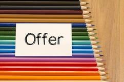 Leeg Witboek en kleurpotlood op houten achtergrond Stock Fotografie