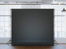 Leeg zwart studio inloft binnenland als achtergrond Stock Afbeeldingen