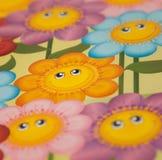 Leende för lyckliga färgrika blommor för tecknad film stort Arkivbild