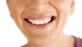 Leende med sunda tänder royaltyfri foto