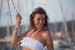 Leende på en yacht Royaltyfri Bild