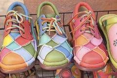 Leer Marokkaanse schoenen voor verkoop Royalty-vrije Stock Foto
