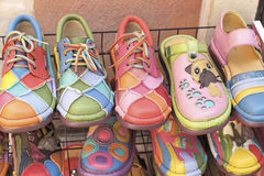 Leer Marokkaanse schoenen voor verkoop Stock Foto's