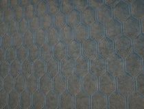 Leer met blauwe hexagon of honecomb grijze textuur wordt gestikt die stock foto's