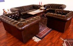 Leer met een laag bedekt meubilair Royalty-vrije Stock Fotografie